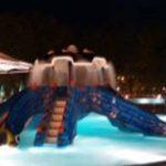 Водна пързалка във формата на октопод